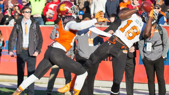 Auburn wide receiver Sammie Coates (18) jumps up and