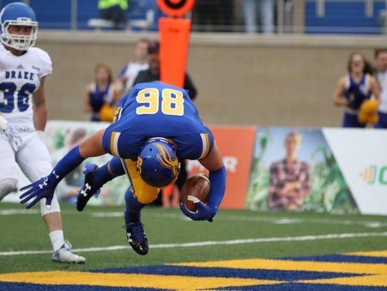 SDSU's Dallas Goedert (86) tumbles into the endzone