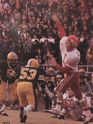 Scott Hormann passes against Lakewood St. Edward in the 1986 state championship game.