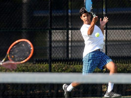 635992915665360574-03-Siegel-boys-Tennis.jpg