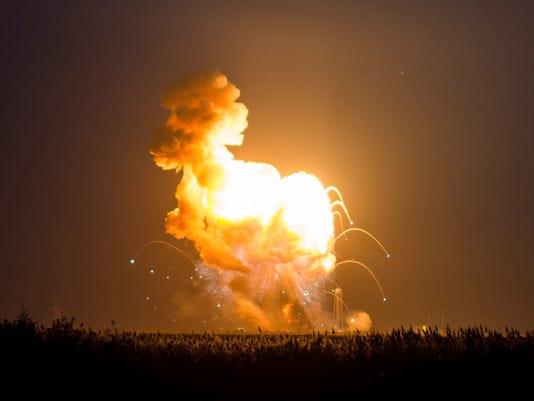 Orbital_Sciences_Antares_Launch__jward@muncie.gannett.com_1.jpg