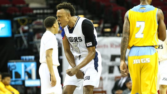 Guard Paris Collins (5) and forward Chace Franklin