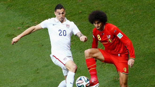 Geoff Cameron of the U.S. fights for the ball with Belgium's Marouane Fellaini (R) during their 2014 World Cup round of 16 game at the Fonte Nova arena in Salvador July 1, 2014. REUTERS/Ruben Sprich (BRAZIL  - Tags: SOCCER SPORT WORLD CUP)   ORG XMIT: LYJ316