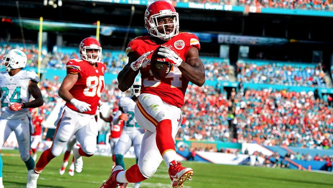 Kansas City Chiefs running back Knile Davis (34) scored a second-quarter touchdown against the Dolphins.