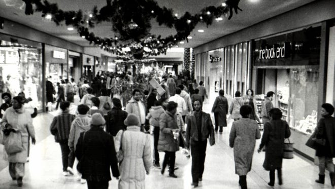Last-minute Christmas shoppers crowded Northland Center mall in 1985.