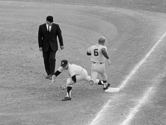 Mickey Mantle puts on a long first baseman's stretch in the first inning as he takes a throw to put out Mets infielder Bart Shirley (6), in Fort Lauderdale, Fla., March 19, 1967. (AP Photo)
