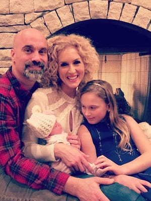 Little Big Town's Kimberly Schlapman welcomed her new baby daughter on New Year's Eve 2016.