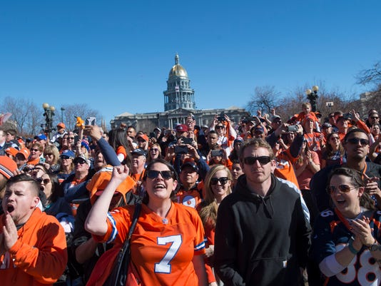 FTC209-BroncosParade