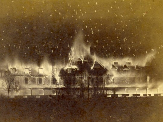 The New Continental Hotel in Pensacola burning in 1891.