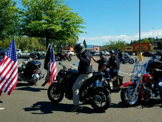 Tribute to Fallen Soldiers Northwest cars flank family