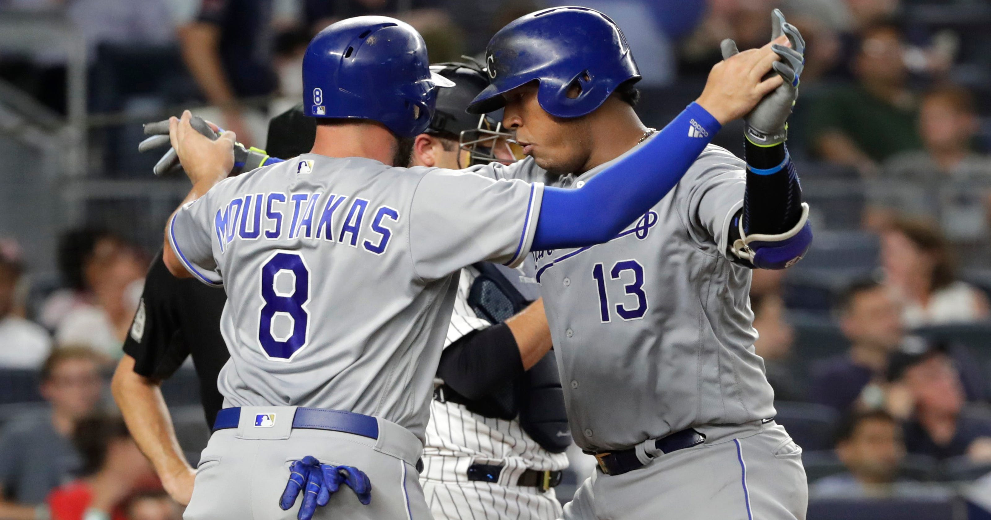 reputable site 71cf4 733bd Brewers get 3B Mike Moustakas from Royals