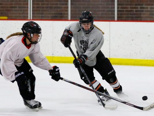 635883964325313622-MNH-Girls-Hockey-5.jpg