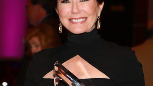 Mary McDonnell with her award