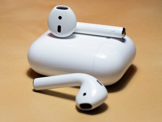 636720898212370181-Apple-AirPods-On-Table.jpg
