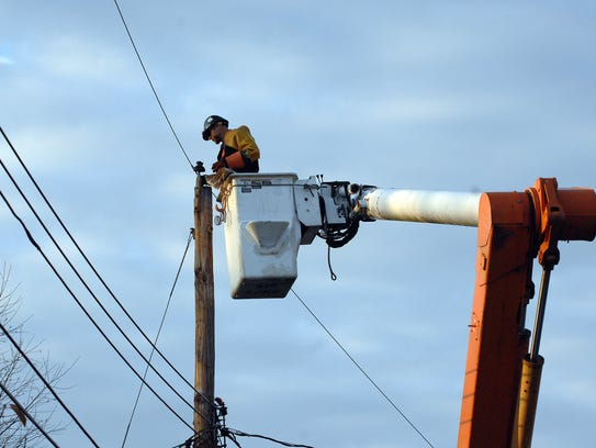 JCP&L crews work on power lines.