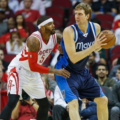 Dallas Mavericks forward Dirk Nowitzki (41) controls