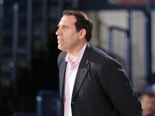 Samford coach Scott Padgett played against the 1998-99