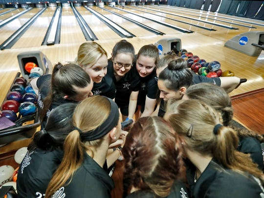 Vanderbilt women's bowling team prepares for the final day of the NCAA tournament in St. Louis, where he faced McKendree in the NCAA title match on April 14, 2018.