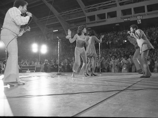 The 5th dimension in concert at the msu auditorium nov 12 1971