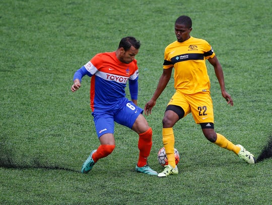 FC Cincinnati midfielder Kenney Walker (6) challenges