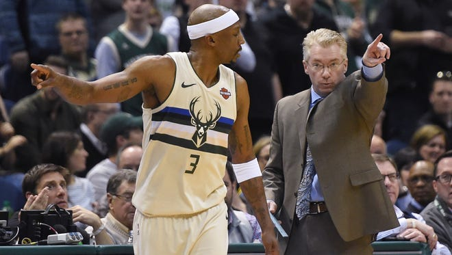 Milwaukee Bucks head coach Joe Prunty calls a play with guard Jason Terry during a game against the Pacers.
