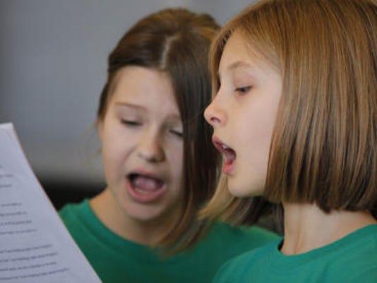 635545867940030143-school-choir