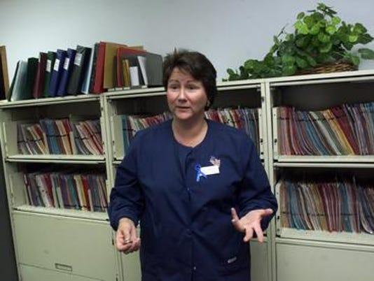636022039128066154-Sue-Thayer-in-clinic.jpg