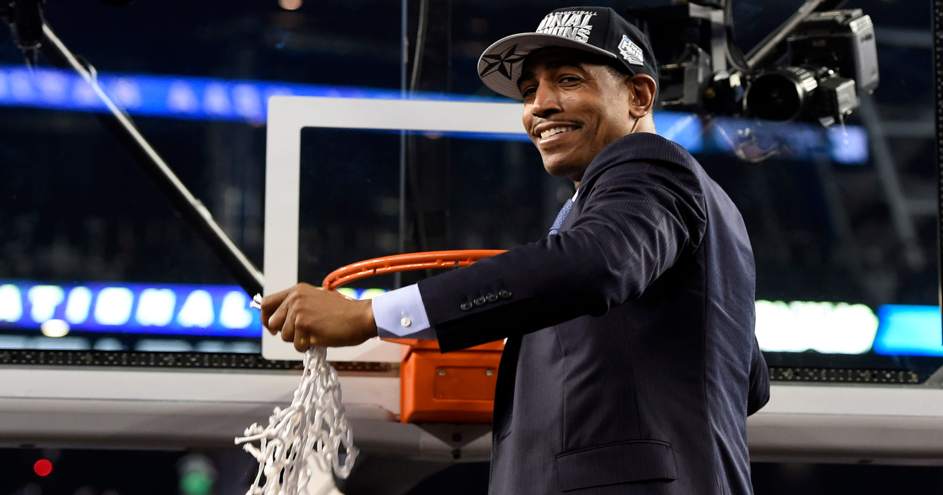 best sneakers 29b79 365f0 College basketball salaries  UConn, Kevin Ollie know value of national title