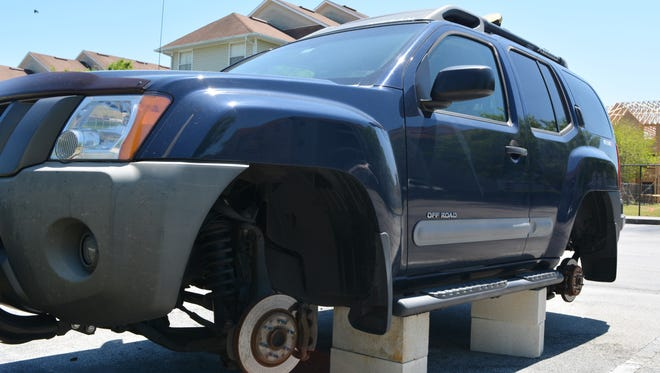 Recently several Florida residents have become victims in a suspected tire theft. Several vehicles throughout a nearby UCF apartment complex are up on cinder blocks.