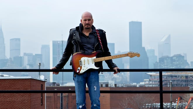 Blues artist Scott Holt will play Friday at Bigs.