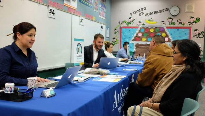 In a free workshop at the Alisal Family Resource Center, certified bilingual staff sponsored by Anthem Blue Cross help Salinas residents navigate their health care choices for the coming year.