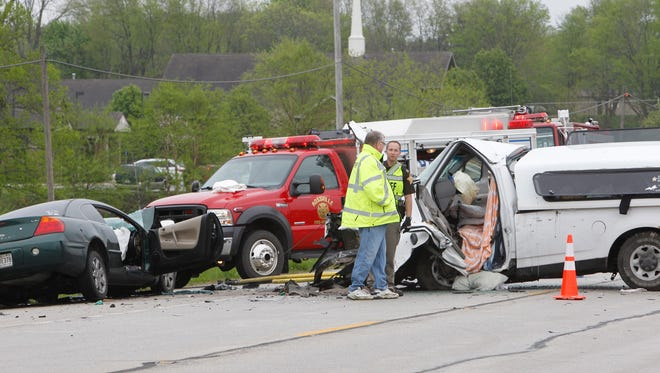 Three people were injured in a head-on crash on Indiana 26 west of Rossville.