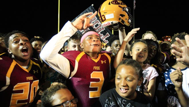 Phoenix Mountain Pointe senior DB/RB Antwaun Woodberry (3) celebrates after defeating Mountain View at Mountain Pointe High School in Phoenix on Friday, Sept. 16, 2016.