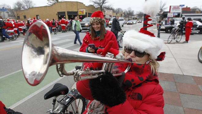 Santa Rampage on Saturday begins with doughnuts in Wauwatosa and ends with beer at Lakefront Brewery.