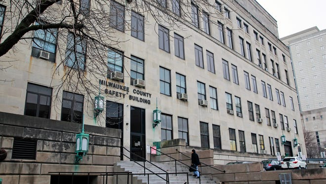 Milwaukee County has proposed demolishing the 88-year-old Safety Building and replacing it with a $262 million criminal courthouse.