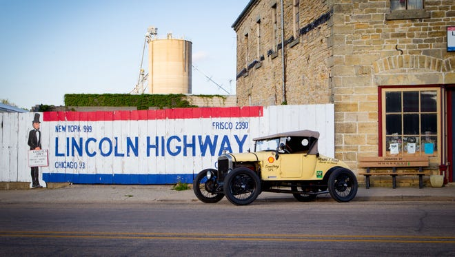 Last spring, author Tom Cotter and photographer Michael Alan Ross set out to recreate the early thrills of the road by driving across the USA in a 1926 Ford Model T.