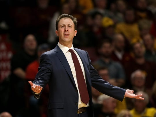 Minnesota Gophers head coach Richard Pitino