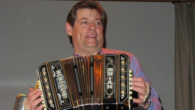 Brian & The Mississippi Valley Dutchmen will perform on Saturday, April 14.