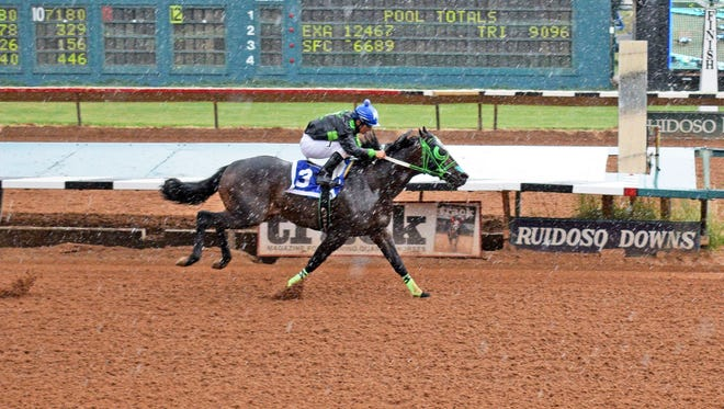 A Passion For Flashn races to the fastest qualifying time to Zia Futurity.