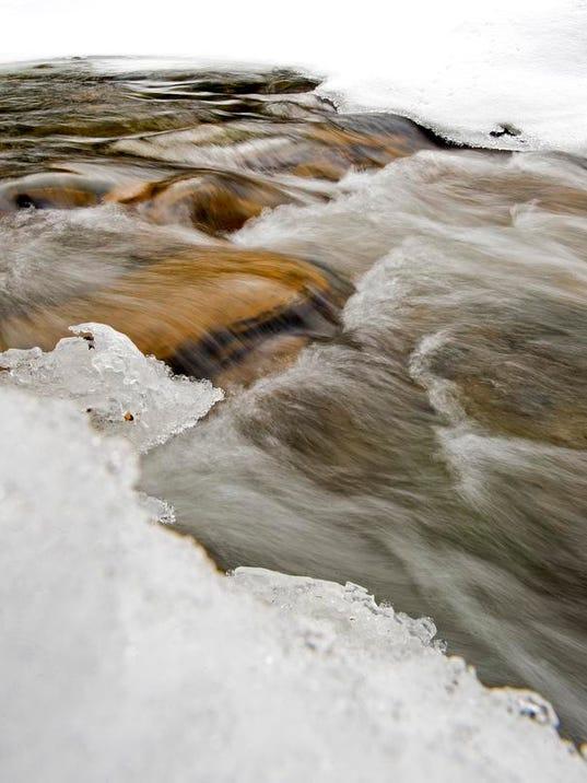 -BUR 0321 frozen water C1.jpg_20140321.jpg