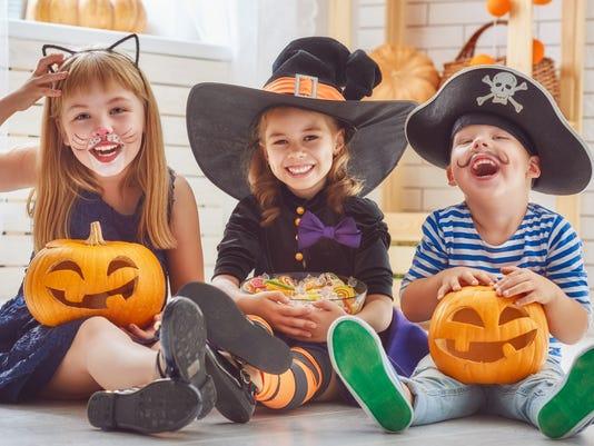 children play with pumpkins