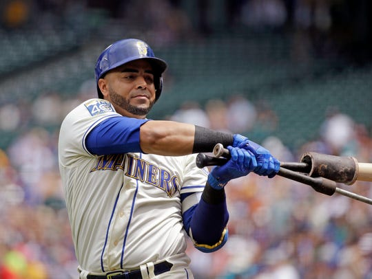 Nelson Cruz gets loose with weighted bats before a