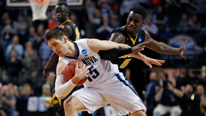 Villanova's Ryan Arcidiacono gets tangled up with Iowa's Anthony Clemmons during the second half Sunday.