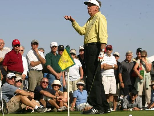 Al Geiberger gives free golf instructions during the