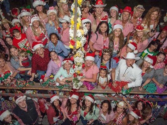 635891660708888390-Christmas-Parade.jpg