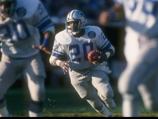 Running back Billy Sims of the Detroit Lions moves