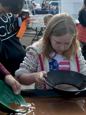 The Flagg Gem and Mineral Show offers interactive rock and fossil collecting activities for children. During the Flagg Gem and Mineral Show, families can learn more about rocks, minerals and fossils.