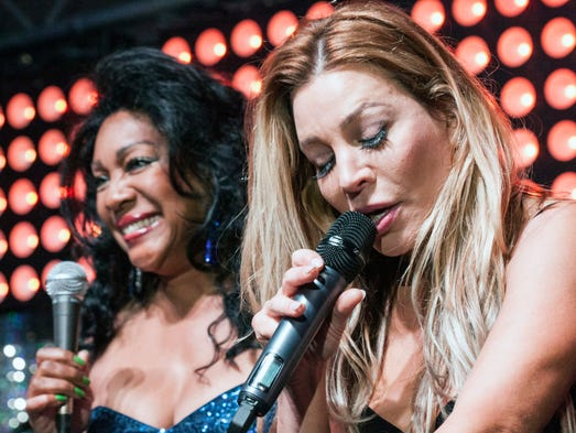 Mary Wilson and Taylor Dayne share the stage.