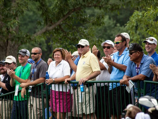 The PGA fans react to the arrival of Tom Watson on hole #10.