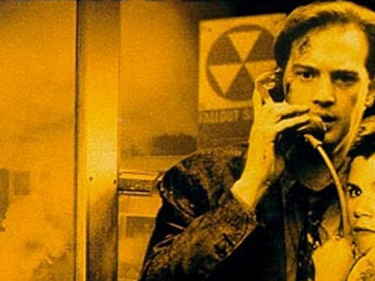 636292487682419234-miracle-mile-anthony-edwards-and-mare-winningham-in-phone-booth-1988.png